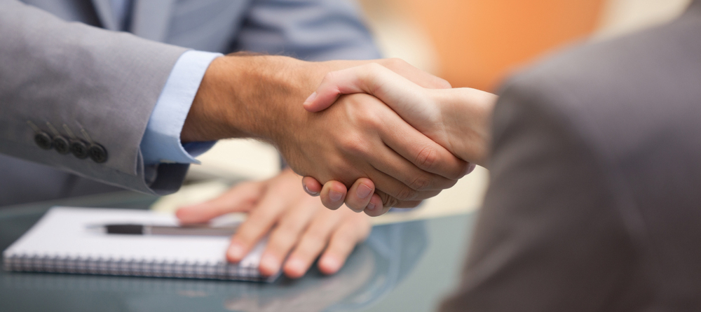 shutterstock_114687277_handshake